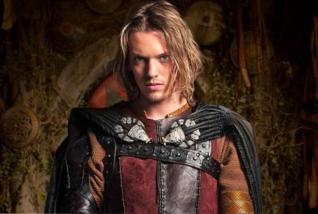 Jamie Campbell-Bower in der Serie Camelot